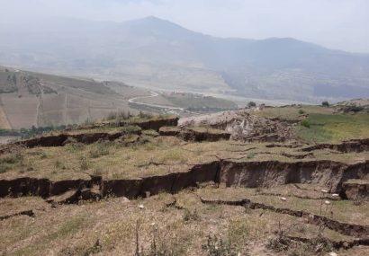 لغزش زمین، یک روستا را در رودبار تخلیه کرد